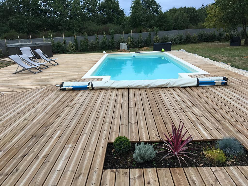 terrasse bois et piscine ©monsieurhabitat